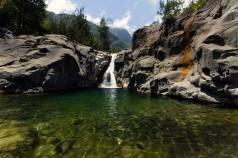 bassin roche plate
